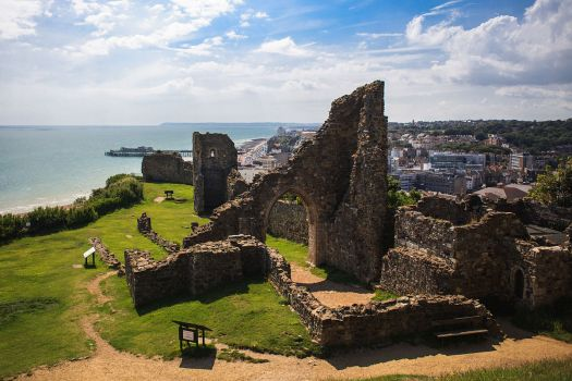 1200px-hastings_castle_2012-07-28